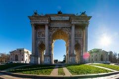 Arco ανατολή ρυθμών della (Porta Sempione) στο Μιλάνο Ιταλία Travelin Στοκ Εικόνα