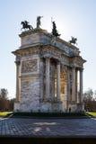 Arco ανατολή ρυθμών della (Porta Sempione) στο Μιλάνο Ιταλία Travelin Στοκ φωτογραφία με δικαίωμα ελεύθερης χρήσης