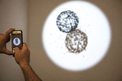 ARCO, ανοίγει στη Μαδρίτη Επισκέπτες που παρατηρούν τα παιχνίδια Στοκ φωτογραφίες με δικαίωμα ελεύθερης χρήσης