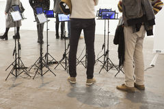 ARCO, ανοίγει στη Μαδρίτη Επισκέπτες που παρατηρούν τα παιχνίδια Στοκ Εικόνα