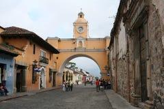 Arco amarelo na Guatemala de Antígua Fotografia de Stock Royalty Free