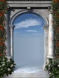 Arco antico con i fiori rossi Fotografia Stock Libera da Diritti