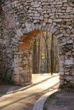 Arco antico della parete della fortificazione Fotografia Stock Libera da Diritti