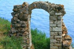 Arco antiguo de piedra Foto de archivo libre de regalías