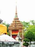 Arco antiguo tailandés en la pintura de oro Fotos de archivo