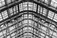 Arco arquitetónico e apoios de telhado com nervuras Fotos de Stock Royalty Free