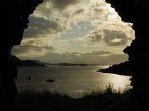 Arco arruinado direto Carron do Loch do castelo de Strome Foto de Stock Royalty Free
