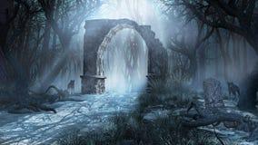 Arco arruinado en el bosque brumoso Fotografía de archivo libre de regalías