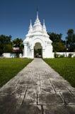 Arco blanco grande en Chiang Mai, Tailandia imagenes de archivo