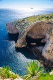 Arco blu della grotta sull'isola di Malta e su Filfla, mar Mediterraneo fotografia stock libera da diritti