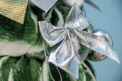 Arco brillante de plata en una Navidad hecha a mano suave del ` s del Año Nuevo Fotografía de archivo