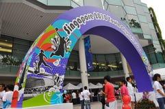 Arco com ícones e projetos dos Jogos Olímpicos da juventude Fotografia de Stock