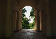 Arco con las columnas Imagen de archivo libre de regalías