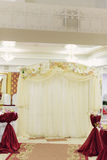 Arco con las orquídeas Imagenes de archivo