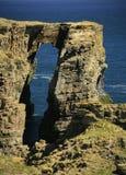 Arco costiero, vicino allo stoppino, Caithness, Scozia, Regno Unito Immagine Stock