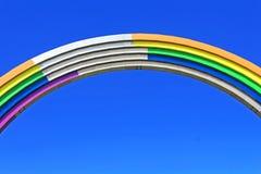 Arco da amizade dos povos, pintada nas cores do arco-íris, à vista da competição Eurovision-2017 da música Fotos de Stock