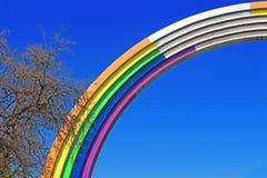 Arco da amizade dos povos, pintada nas cores do arco-íris, à vista da competição Eurovision-2017 da música Imagem de Stock