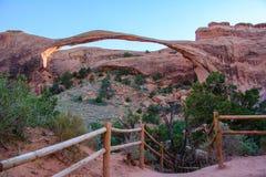 Arco da paisagem nos arcos parque nacional, Moab, Utá, Estados Unidos Imagem de Stock