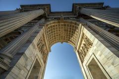 Arco da paz da porta de Sempione em Milão, Italy Foto de Stock Royalty Free