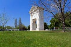Arco das Portas de Sao Bento Triumphal Arch i Praca de Espanha Kvadrera Arkivfoton