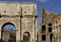 Arco de Constantim e de Colosseo Foto de Stock Royalty Free