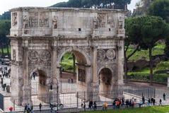 Arco de Constantim visto do coliseu foto de stock royalty free
