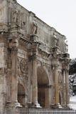 Arco de Constantina bajo nieve Foto de archivo libre de regalías