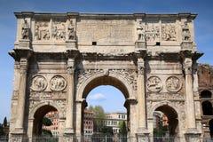 Arco de Constantino e Colosseum em Roma, Italy foto de stock royalty free