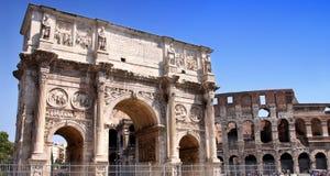 Arco de Constantino e Colosseum a Roma, Italia Fotografie Stock Libere da Diritti