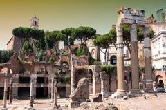 Arco de Constantino y Colosseum en Roma, Italia Foto de archivo