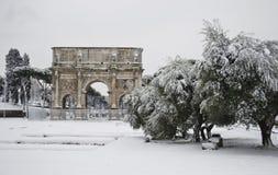 Arco de Costantine bajo nieve Fotos de archivo libres de regalías
