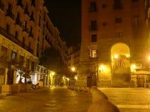 Arco de Cuchilleros Madrid på natten Spanien Royaltyfria Foton