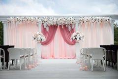 Arco de la boda de flores reales Fotografía de archivo