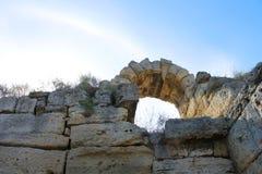 Arco de la ciudad vieja en Crimea Fotos de archivo libres de regalías