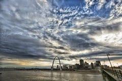 Arco de la entrada, río Misisipi, Saint Louis, Missouri los E.E.U.U. Imágenes de archivo libres de regalías