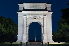 Arco de la fragua del valle en la noche foto de archivo libre de regalías