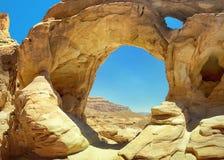 Arco de la piedra arenisca en el valle de Timna Fotos de archivo libres de regalías