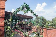 Arco de la puerta de la flor Fotos de archivo