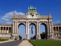 Arco de la señal de Bruselas con la gente Fotos de archivo