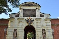 Arco de las puertas de Peters en la fortaleza de Peter y de Paul Imagen de archivo libre de regalías