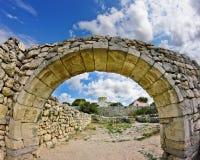 Arco de pedra antigo. Chersonesos antigo Imagem de Stock