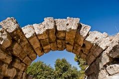 Arco de piedra del griego clásico en la Olympia Fotografía de archivo libre de regalías