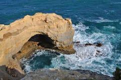 Arco de piedra. Formaciones de roca famosas. Gran Ro del océano Imagenes de archivo