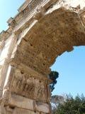 Arco de Titus en el foro romano en Roma, Italia Imagen de archivo libre de regalías