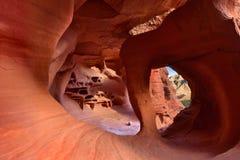 Arco de Windstone o cueva del fuego, valle del parque de estado del fuego Imagen de archivo libre de regalías