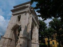 Arco deigavi is een triomfantelijke die boog van de Roman periode in de stad van liefde Verona, bestemming voor alle toeristen wo royalty-vrije stock afbeeldingen