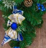 Arco del Año Nuevo y cinta azules y de plata Imagen de archivo