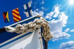 Arco del barco en el cielo azul Fotos de archivo