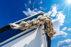 Arco del barco en el cielo azul Fotografía de archivo