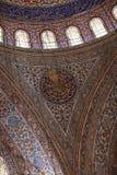 Arco del fragmento de la mezquita azul fotografía de archivo